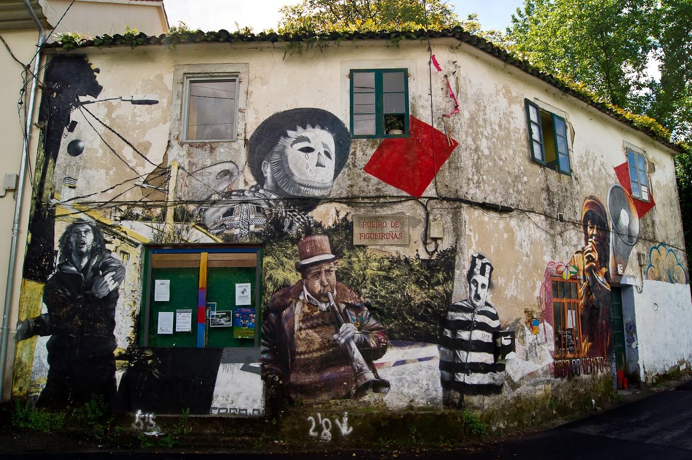 Arte en la calle santiago de compostela Casa amarilla santiago